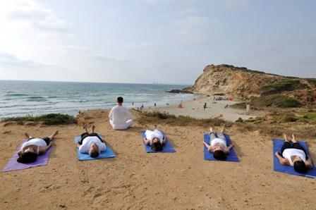 מדיטציה  אחרי שיעור יוגה בים